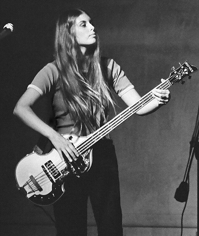 File Wendy Penney On 1969 Hofner Bass Jpg Wikimedia Commons