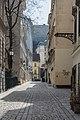 Wien Gutenberggasse mit Flakturm.jpg