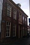 foto van Gaaf bewaard patriciershuis onder omlopend schilddak