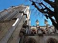 Église de la Rédemption - Transept, niche et pinacles côté nord.jpg