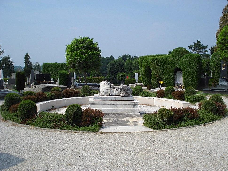 Čakovečko groblje; grob Dr. Ivana Novaka - istok