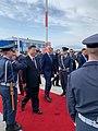 Ο ΥΠΕΞ Ν. Δένδιας με τον Πρόεδρο της Κίνας Xi Jinping κατά την αναχώρησή του μετά την ολοκλήρωση της επίσκεψης του στην Ελλάδα (49054308073).jpg
