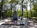 Братская могила советских воинов, погибших в боях с фашистами 01.jpg
