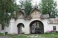 Входные ворота Знаменского монастыря - panoramio.jpg