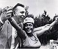 """Георги Ганев със световно известната джаз певица Омара Портуондо - Куба по време на МФ """"Златният Орфей"""" през 1974 г.jpg"""