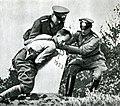 Гитлеровцы уничтожают пограничные знаки.jpg