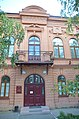 Главный вход и балкон дома Колмогоровых в заречной части Тюмени.JPG