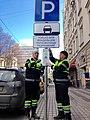 Монтаж знака «Парковка только для владельцев парковочных разрешений» (Москва).jpg