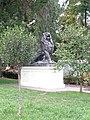 """Скульптура """"левиця"""" у міському саду Одеси.jpg"""