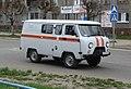 УАЗ 452 с декоративными полосами службы спасения, Коряжма.JPG