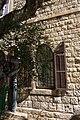 בית דיק - חלונות העץ המקוריים.JPG