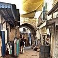 بائع ملابس بالمدينة العتيقة.jpg