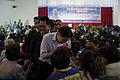 นายกรัฐมนตรี เดินทางเข้ารับฟังการบรรยายสรุปสถานการณ์น้ - Flickr - Abhisit Vejjajiva (5).jpg