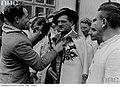01940 Der deutsche Soldat (Rekonvaleszent) in goralischer Volkstracht.jpg