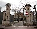 059 Entrada al Parc Municipal d'Olesa, al fons l'Ajuntament.jpg