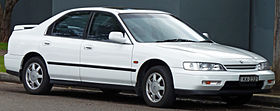 1993-1995 Honda Accord VTi sedan 01.jpg