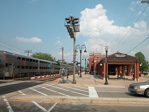 Downers Grove Main Street station - Image: 20040511 29 Metra Downers Grove, IL
