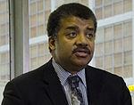 2014 Dr. Neil deGrasse Tyson Visits NASA Goddard (14316950286) (cropped to shoulders).jpg
