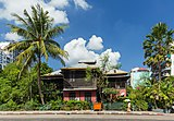 2016 Rangun, Ulica Anawratha, Drewniany budynek (02).jpg