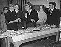 75-jarig bestaan Vrije Universiteit , taartenbakwedstrijd voor huisvrouwen, Bestanddeelnr 907-3921.jpg