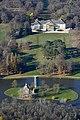A kastélypark, Magyarország legszebb tehén istállójával, a Hollandi-házzal.jpg