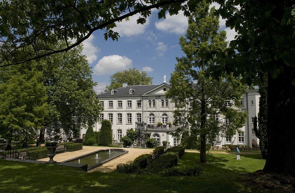 Achterzijde & park Hotel Kasteel Bloemendal