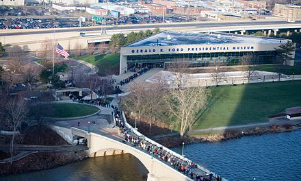 Citizens lining outside of the Gerald R. Ford Presidential Museum in Grand Rapids, Michigan during a public visitation of Ford. Along motorcade route 904.jpg