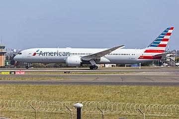 American Airlines (N828AA) Boeing 787-9 Dreamliner at Sydney Airport (2).jpg