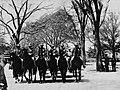 Amerikanischer Photograph um 1895 - Wachwechsel im Central Park (Zeno Fotografie).jpg