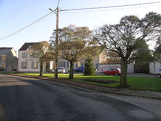 Amponville - The town hall and surroundings in Amponville