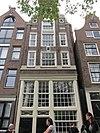 foto van Huis met pilaster-halsgevel met oeils-de-boeuf en originele puibalk
