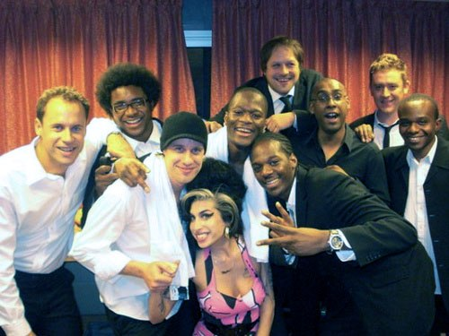 Amy Winehouse with backing singers Zalon and Heshima Thompson