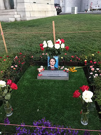 Anton Yelchin - Yelchin's grave at Hollywood Forever Cemetery on 26 March 2017