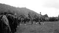 Armee und Div Kdo mit Gästen vor dem Defilee - CH-BAR - 3237187.tif