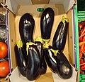 Auberginen im Supermarkt.jpg