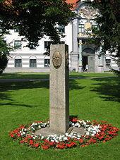 Die 1991 errichtete Mozartstele in Augsburg (Quelle: Wikimedia)