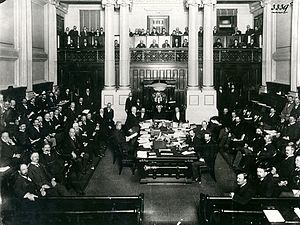 Prime Minister of Australia - Australia's first Prime Minister, Edmund Barton at the central table in the House of Representatives in 1901.