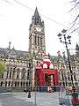 Ayuntamiento de Manchester con decoración navideña.jpg