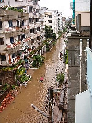 Water supply and sanitation in Bangladesh - A street in Dhaka during a flood in 2004
