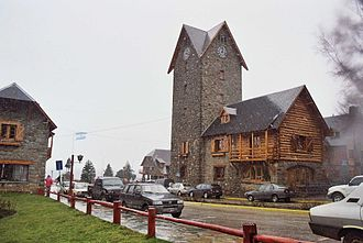The Amazing Race 5 - Upon arriving in San Carlos de Bariloche, teams travelled to the Civic Center, where the mayor would hand them their clue.