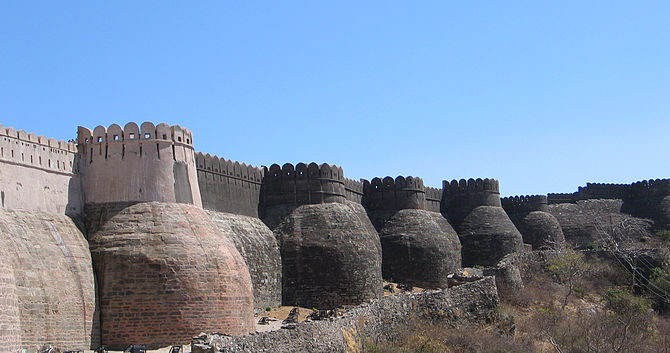 English: Kumbhalgarh Fort bastions, Rajasthan,...