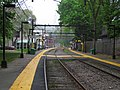 Beaconsfield station facing inbound, May 2012.JPG