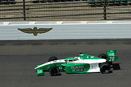 Bia Figueiredo in haar Indy Lights wagen in 2008.