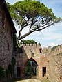 Bellagaio castle entrance.jpg