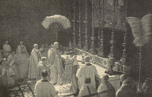 Coronation of Pope Benedict XV in 1914 Bene15coronation1914.jpg
