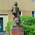 Berlin-Baumschulenweg Köpenicker Landstraße - Puttenskulpturen (5).JPG
