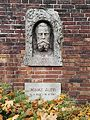 Berlin Friedrichsfelde Zentralfriedhof, Gedenkstätte der Sozialisten (Ringmauer) - Auer, Ignaz.jpg