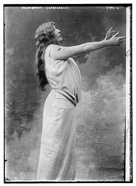 Bernhardt Performs (Sorceress).jpg