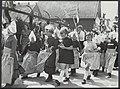 Bevrijdingsfeesten. Volendam viert feest. De kinderoptocht, Bestanddeelnr 120-0908.jpg