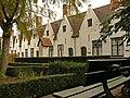 """Binnentuin voormalig godshuis """"De Meulenaere"""" (1613), Nieuwe Gentweg 8-22, Brugge.JPG"""